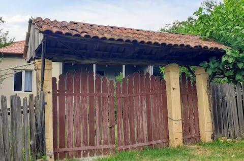 Cosy Wooden House near the Navenakhevi Cave