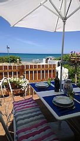 Sulla spiaggia veranda giardino splendidi tramonti - Eden Beach - Huoneisto