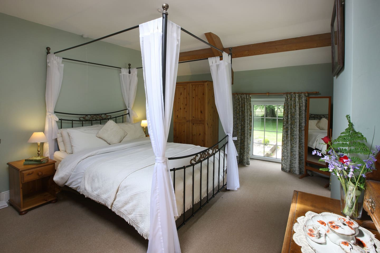 Four Poster Bed in Master Bedroom