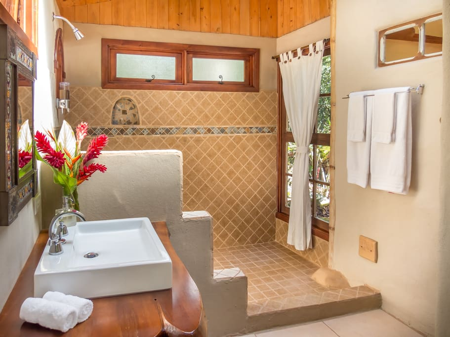 Nice bathroom at River cabin