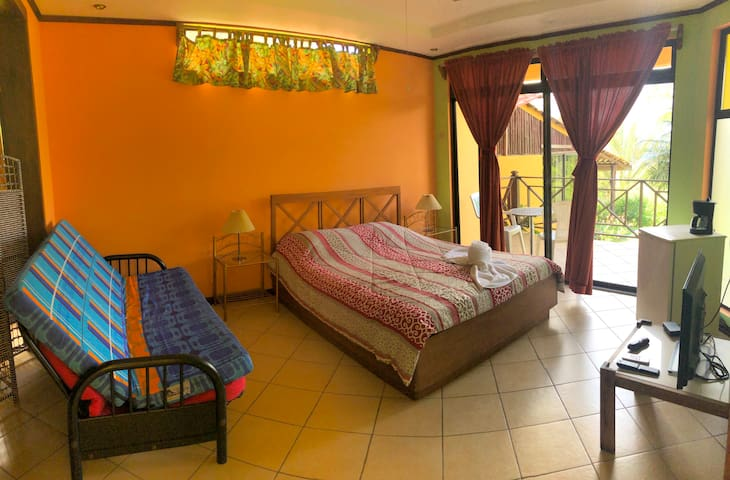 Ideal room for nature adventure near lake & volcan