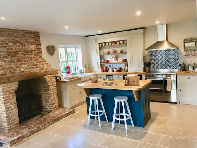 Family size cottage in heart of the Dedham Vale