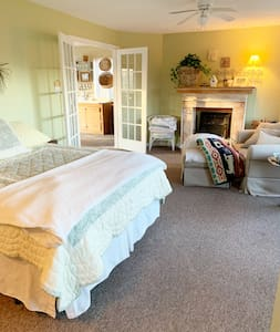 Serenitys Place Retreat - Entire House on 3 acres
