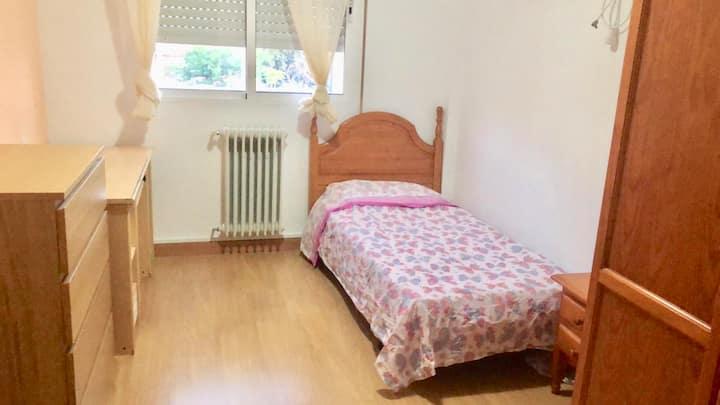 Habitación amplia y cómoda. Albacete, Villarrobled