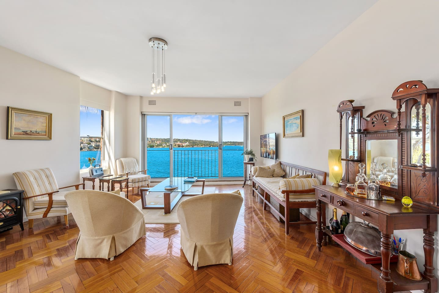 Enjoy the same breathtaking views as the Prime Minister, with a luxuriously appointed apartment indulge in the tranquility of the Sydney Harbour and  the spectacular scenery it has to offer!