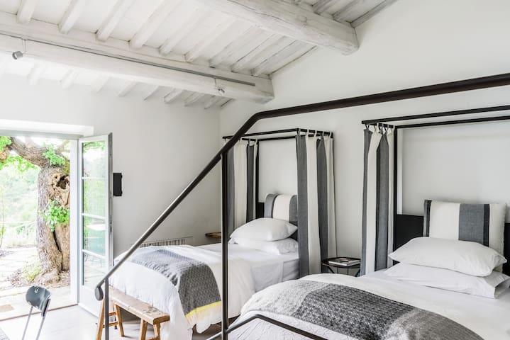 Kamar tidur 12