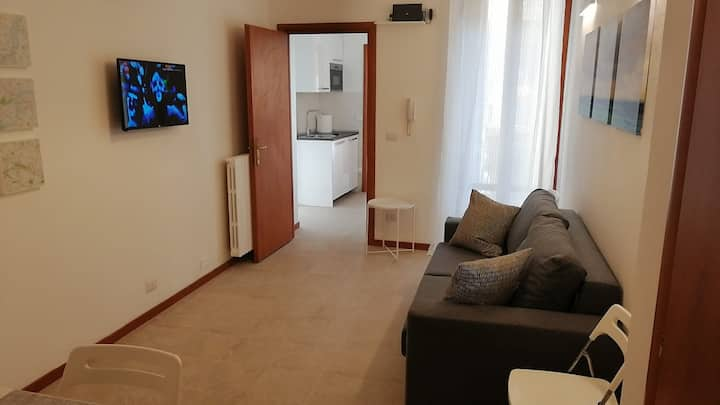 3-rooms (2 bedrooms) 6 pax - 5 minutes from Duomo