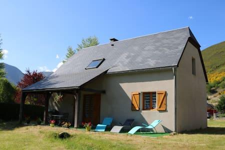 jolie maison en vallée d'Aure classée 4 **** - Arreau - Huis