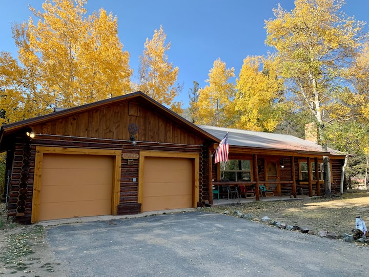 Rocky Top Vista - 3 bedrooms, in town, near the ski area, all one level