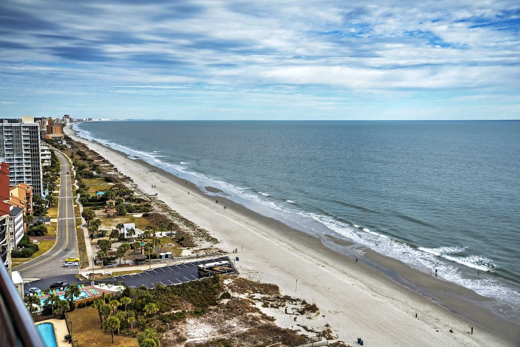 This beachfront condo offers easy access to endless entertainment in this famous resort town.