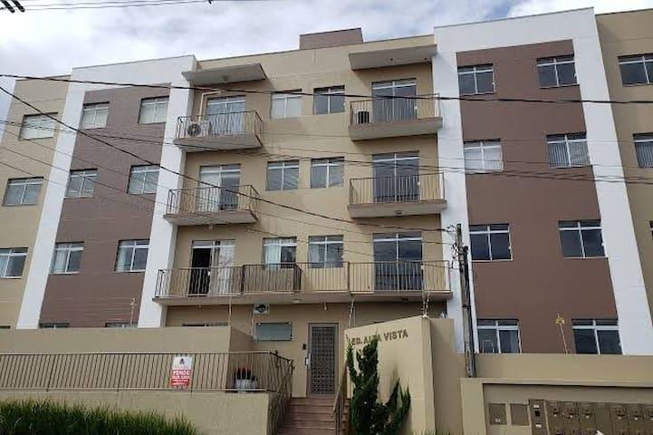 Apartamento Térreo Inteiro com Deck Privado/Jardim