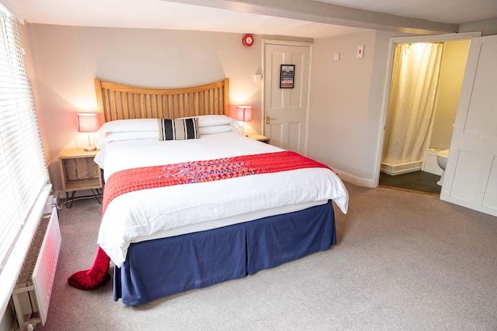 Red room - double room ensuite