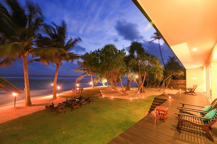 Luxury beach villa, Fully staffed including a chef - Galle - Villa