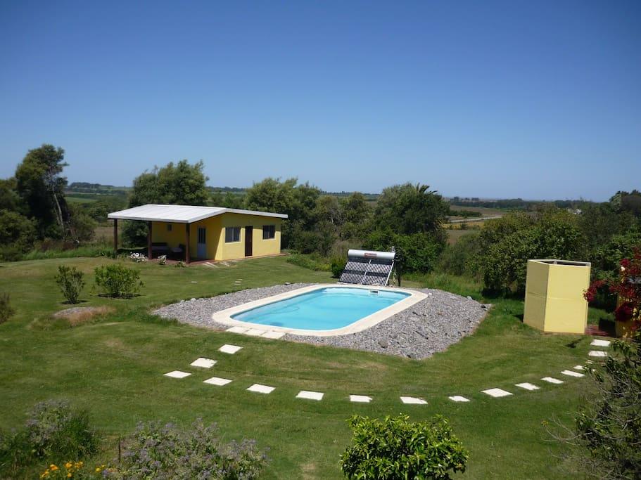 Gästehaus mit Pool und Aussendusche