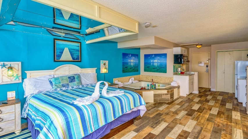 Oceanfront Romance Suite With Jacuzzi
