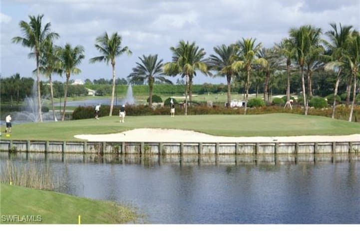 Golfers delight with stunning lakeside views