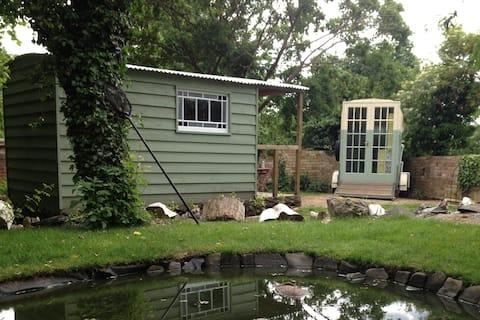 cabaña de pastores con ducha y cocina separada