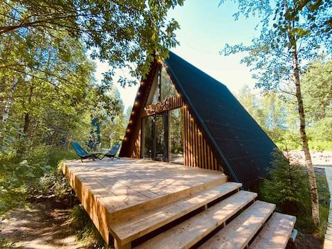 Bo.camp v.2 треугольный дом в лесу