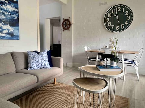 The Wheelhouse - 2br Waterfront Apartment in town.