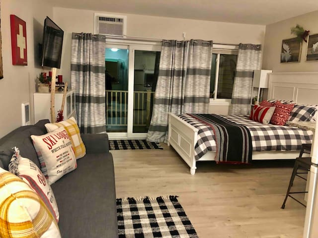 Modern Studio Condo ❤️Lincoln NH great Hiking area