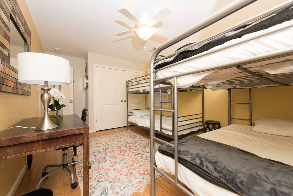 Our Mixed-Sex dorms are perfect for groups traveling together (this room sleeps up to 6 people) or couples venturing into Washington DC together (This room features 2 Double bunk-style beds)