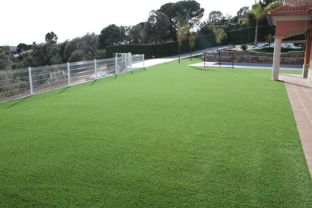 campo de futbol, 250m2