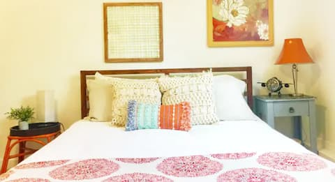 Clean & Comfy Private Guest Suite