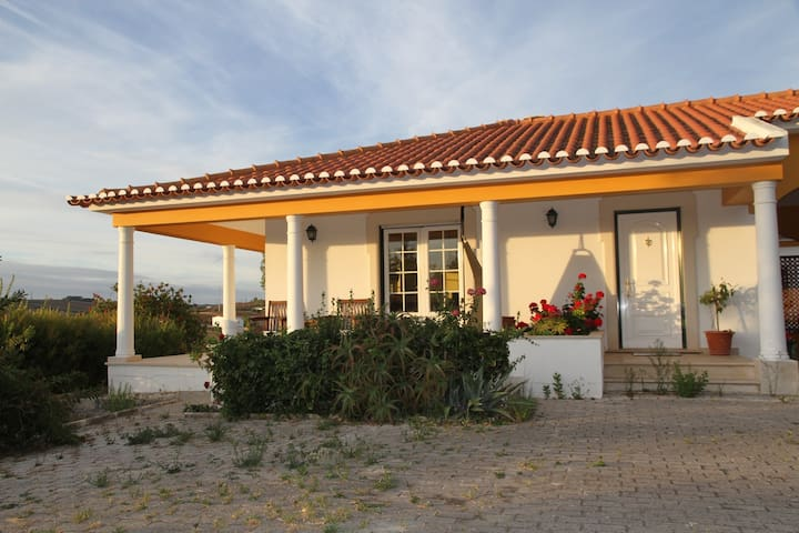 Family Dream House near the Beach - Lourinhã - Huis