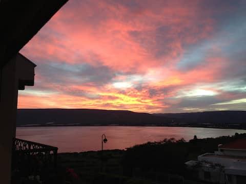 Výhľad na jazero Kineret, samostatná veľká a tichá krajina