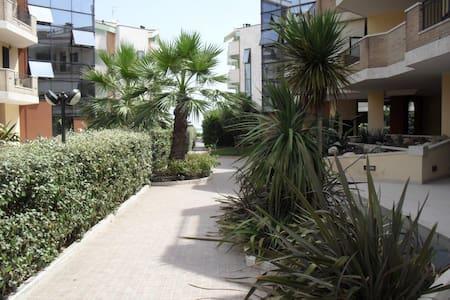 Casa vacanza con giardino 20m dal mare a Roseto - Roseto degli Abruzzi - 度假屋