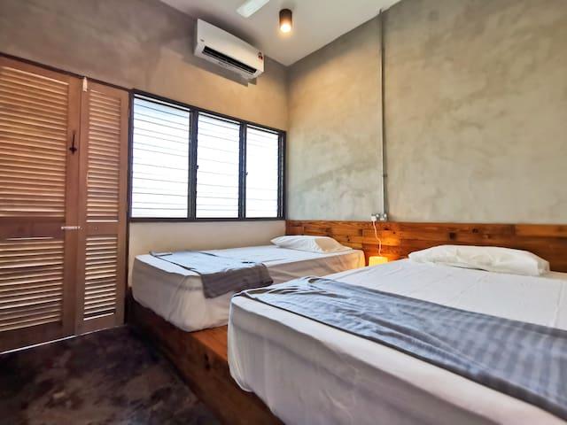 Bedroom 2: 2 Queen Beds