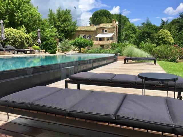 Mas provençal de charme avec grande piscine
