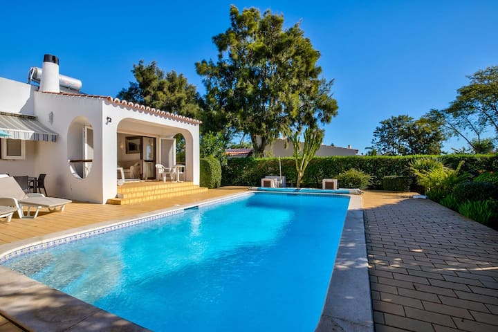Two bedroom villa just a short walk to Carvoeiro