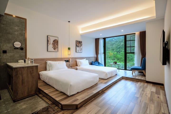 Twin room with balcony near by Wulingyuan