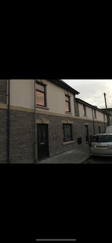 4 person Spacious and Modern Apartment in Cardiff