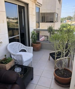 Beautiful house with big balcony in north Telaviv