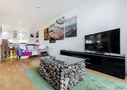 Contemporary 2 bedroom duplex apartment - Edgware - Flat