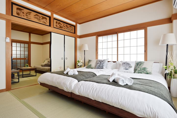 11 Japanese tatami bed room. This is the main bed room which has the old Japanese interior model:)