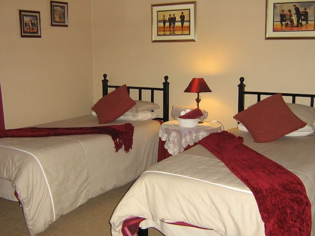The Garden Lodge Guest House, Twin room - Uitenhage - Aamiaismajoitus