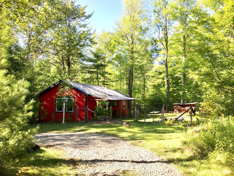 Secluded woodland camp cabins for rent in upper jay new for Wilmington ny cabin rentals