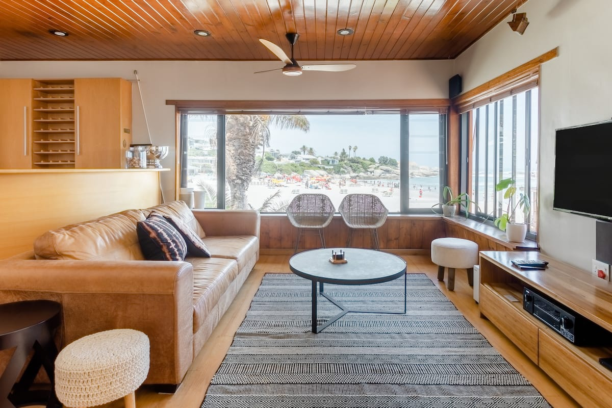 Smart, Mid-Century Bungalow on Clifton's 4th Beach