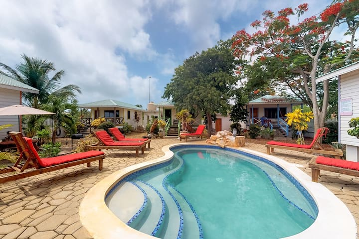 Romantic cabana a couple minutes from beach, w/shared pool, grill, enclosed yard