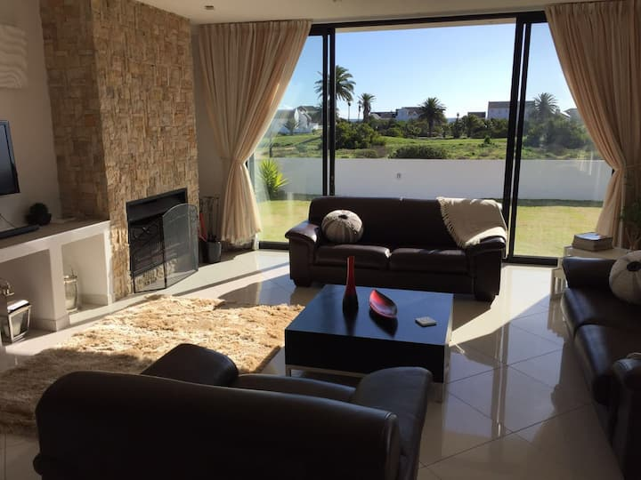 Perfect Modern Holiday Home in Shelley Point RSA