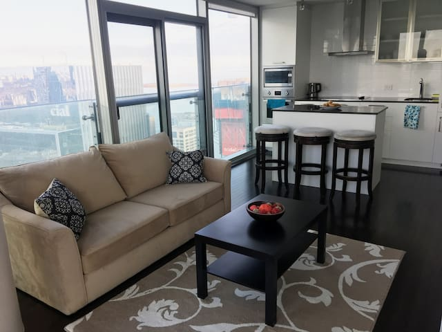 2BD+DEN+PARKING NEAR CN TOWER, ACC, UNION STATION - Toronto - Condominium