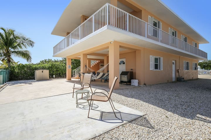 Canal front home w/ Gulf views, WiFi, balcony, access to open water - dogs ok!