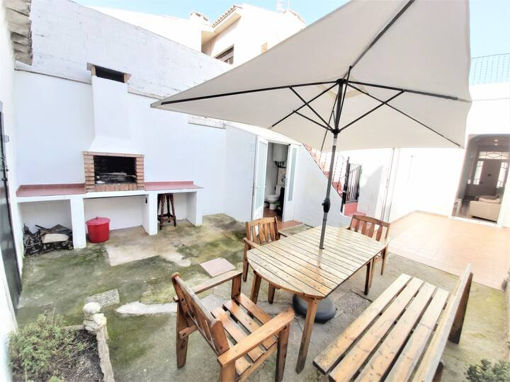 House with terrace and barbecue near the sea