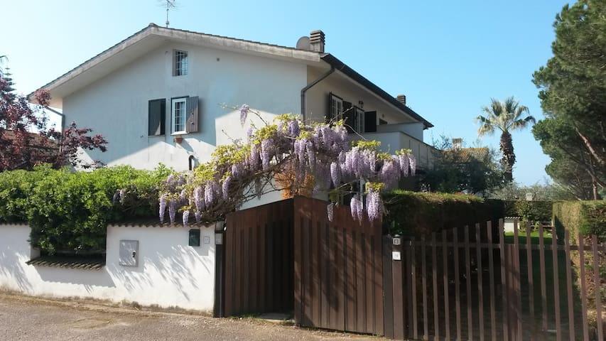 Villino a  Sabaudia tra  parco del  Circeo e mare - Bella Farnia - Dom wakacyjny