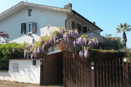 Villino a  Sabaudia tra  parco del  Circeo e mare - Bella Farnia - Ferienunterkunft