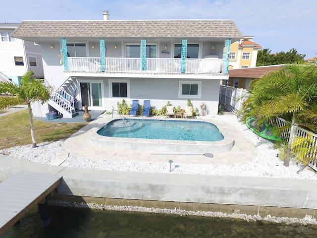 Beautiful 3 BR/2 BA *PRIVATE* Waterfront & Pool