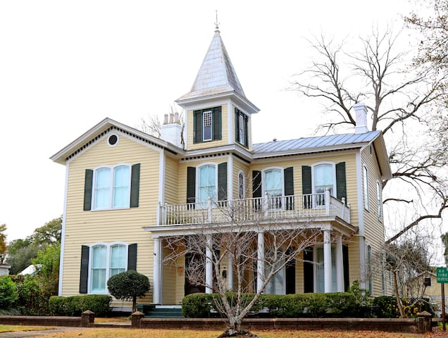 Victorian in the heart of the Historic District